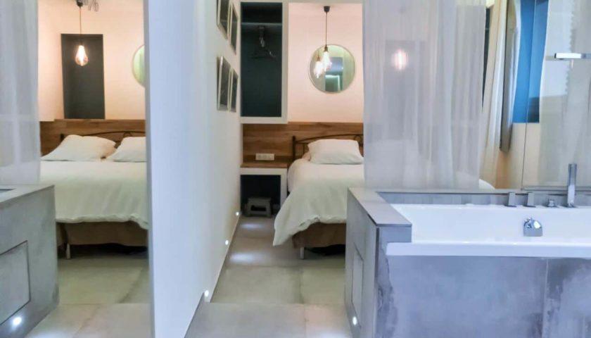Baignoire dans chambre d'appartement à Cannes - Villa Marceau