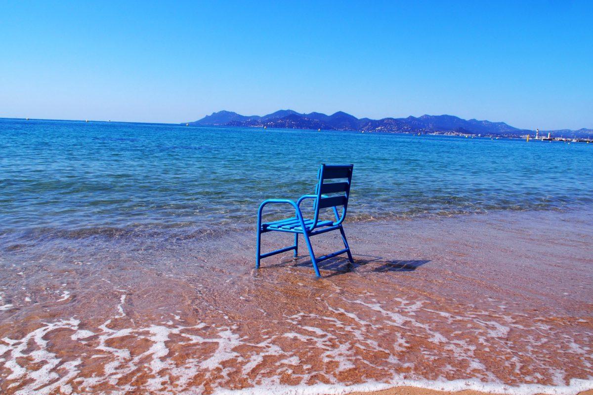 plage-chaise-bleue-web-1