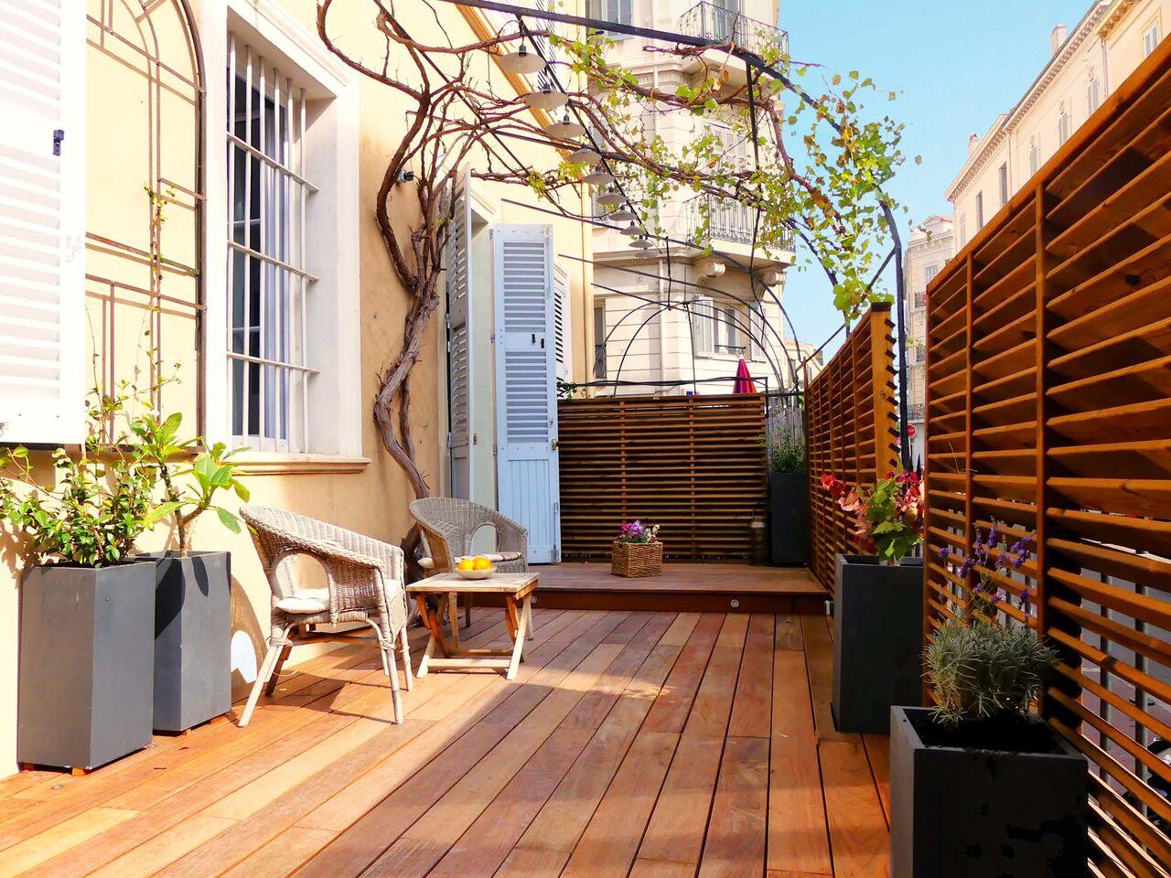 Terrasse d'appartement en bois à Cannes - Villa Marceau
